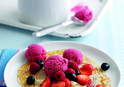 Pancakes with yoghurt berry ice