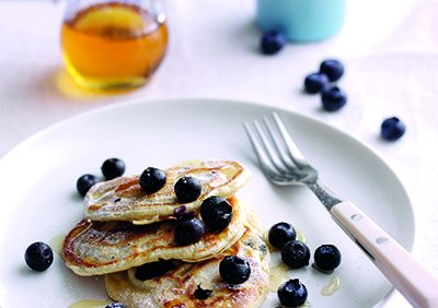 Spelt and vanilla blueberry pancakes with Agave syrup